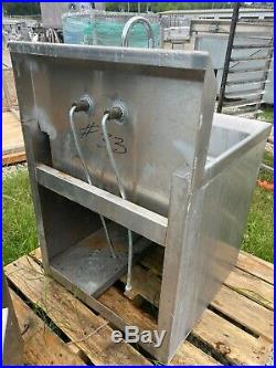 Load King Stainless Steel 21 x 20 Wall Hanging Commercial Kitchen Wash Sink